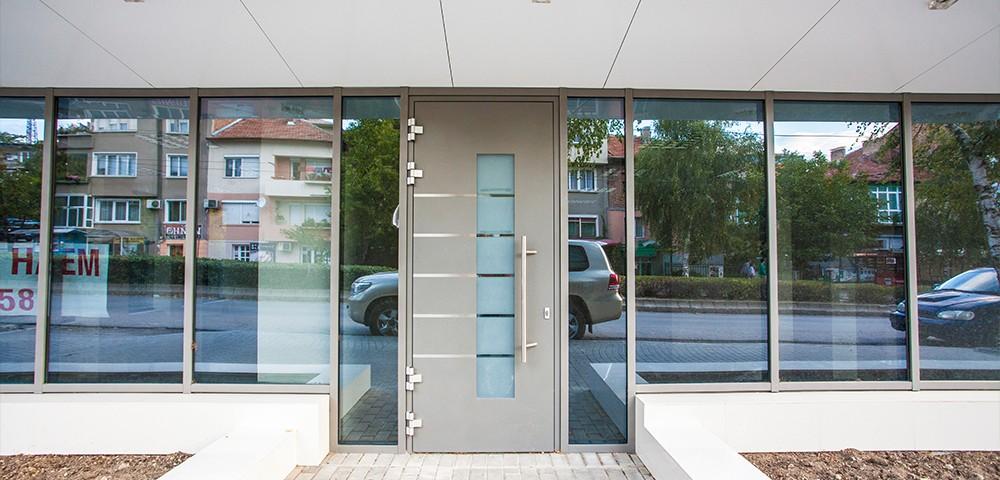 Commercial aluminium door