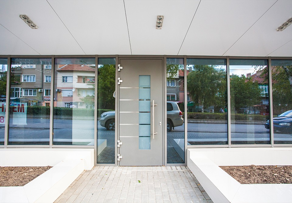 Commercial aluminium door