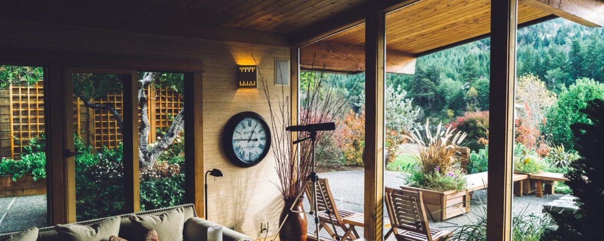 Beautiful Room with bi fold doors all around and a view on nature