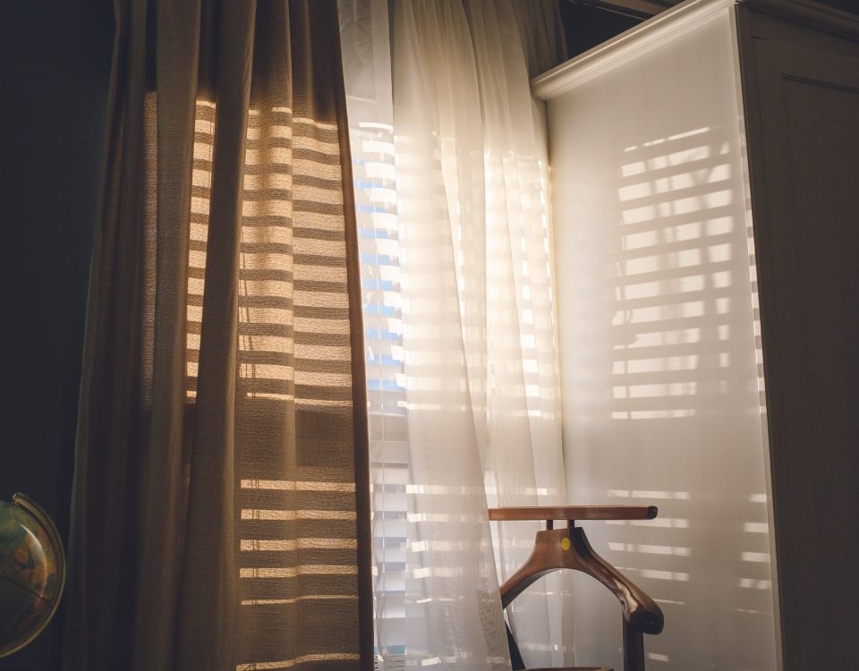 window with integral blinds