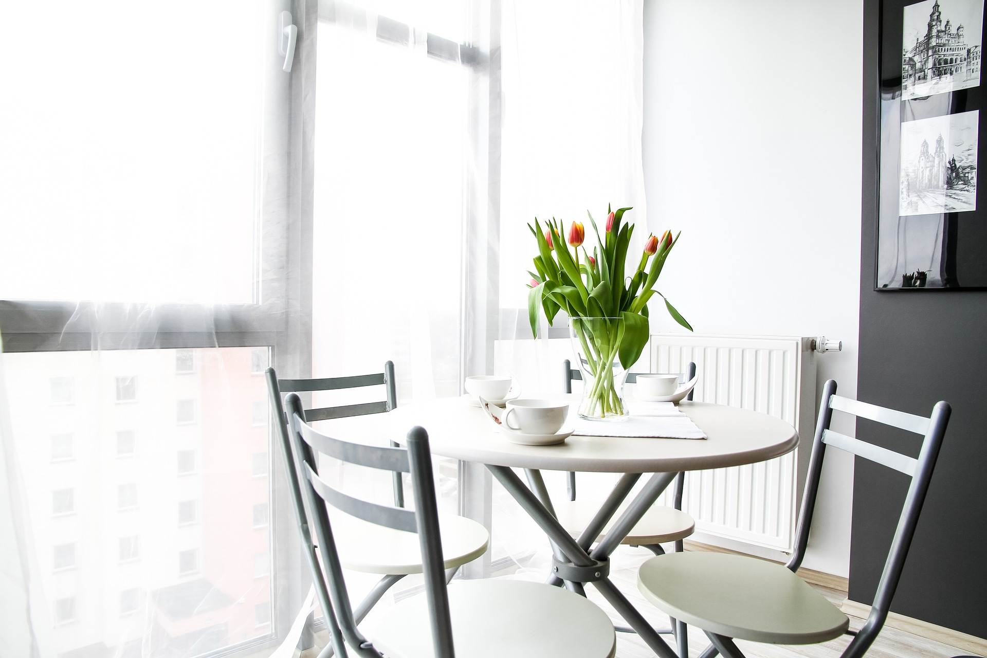 Kitchen table and flowers